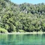 Lago chico villa langostura argentina espejo angostura